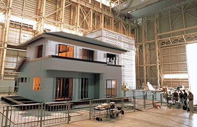阪神大震災のデータを用いた揺れを加える実験